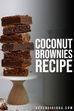 Rich chocolate chip brownies with a sweet and decadent coconut macaroon topping with these Coconut Brownies! Bar Recipes, Easy Cookie Recipes, Brownie Recipes, Coconut Brownies, Chocolate Chip Brownies, Homemade Truffles, Coconut Macaroons, Cookie Bars, Keto