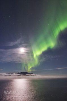 Full moon aurora by Lyes. Please Like http://fb.me/go4photos and Follow @go4fotos Thank You. :-)