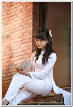8228975361_180029dbb7_o Beautiful Asian Women, Beautiful People, Beautiful Vietnam, Vietnam Girl, Ao Dai, Asian Woman, Cute Girls, White Jeans, Satin
