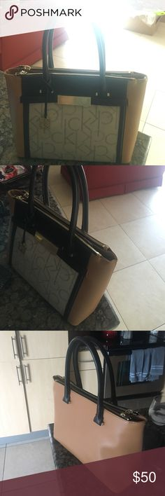 Calvin Klein purse Beige hardly used purse (maybe 3 times for short outings). Very spacious and pretty! Calvin Klein Bags