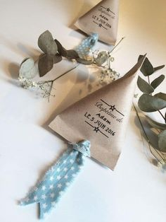 Jolie fête bohème - Baptême champêtre ! - Save The Deco Wine Gift Boxes, Diy Gift Box, Wine Gifts, Wedding Favors, Wedding Gifts, Baptism Cards, Event Poster Design, Baby Invitations, Cute Packaging