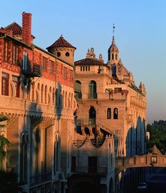 The Mission Inn Hotel and Spa Riverside (California) Situated in Riverside in the California Region, 27 km from Ontario, The Mission Inn Hotel and Spa boasts a year-round outdoor pool and spa centre. Guests can dine at the on-site restaurant.