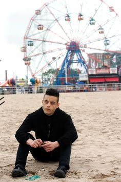 Rami Malek Photos Photos - Rami Malek films scenes from 'Mr. Robot' in Coney Island on May 23, 2017. - Rami Malek Shoots 'Mr Robot' in Coney Island