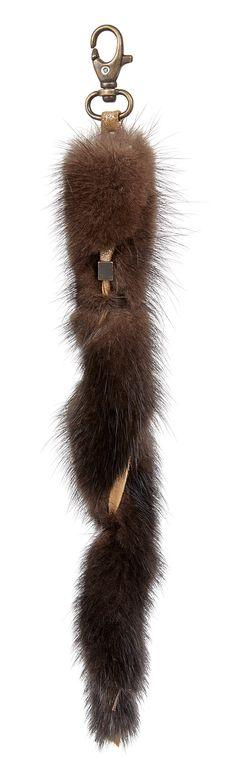 Breloque de Sac en Vison Marron http://www.fourrure-privee.com/fr/vente-accessoires-fourrure/accessoires-divers-/breloque-de-sac-en-vison-764