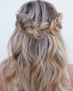 18 Weihnachtsfrisuren für welliges Haar – – 18 Christmas hairstyles for wavy hair – – Know your hair type More than anything, taking care of your hair starts by knowing which kind of hair… Continue Reading → Dance Hairstyles, Flower Girl Hairstyles, Best Wedding Hairstyles, Braided Hairstyles, Party Hairstyles For Long Hair, Hairstyle Ideas, Hair For Party, Trendy Hairstyles, Gorgeous Hairstyles