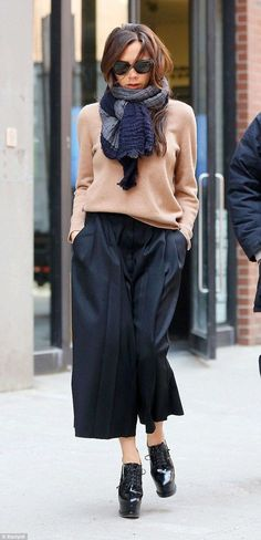 Every street's a catwalk: Victoria Beckham looked sensational in her casual Culottes ensemble as she celebrated the success of her New York Fashion Week show alongside her whole family on Monday Look Street Style, Street Looks, Cullotes Street Style, Look Fashion, Winter Fashion, Womens Fashion, Fashion Design, Petite Fashion, Street Fashion