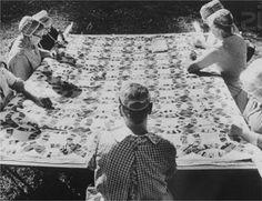 Sofia Souidi, jeune designer allemande nous présente Filo, une table à broder inspirée du concept des patchwork.Le centre de table est délicatement perforé afin de laisser libre court à l'imagination des brodeurs avoisinants. Chaque pied reçoit sa propre bobine de cuir coloré, l'espace central devient alors un véritable lieu d'expression, voir [...]