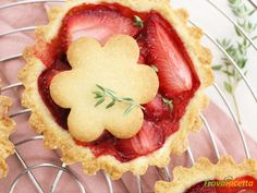 Crostatine alle Fragole con frolla alle Mandorle  #ricette #food #recipes