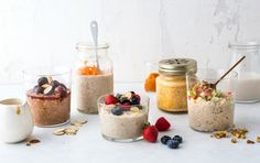 Become a breakfast person with overnight oats. I was never very into breakfast. As a kid I would wolf down some cereal before rushing out the door. It was probably twice the recommended serving size and nothing particularly healthy. As I got older the c Oats Recipes, Healthy Recipes, Healthy Breakfasts, Healthy Meals, Healthy Food, Freezer Recipes, Freezer Cooking, Sausage Recipes, Fruit Recipes