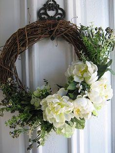 Le Beau Paon Victorien:  wreath