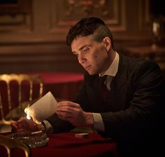 Thomas Shelby, played by Cillian Murphy, rocks an edgy and cool undercut with textured top. Here's how to get and style your very own Peaky Blinders hair cut. Peaky Blinders Season, Peaky Blinders Series, Cillian Murphy Peaky Blinders, Peaky Blinder Haircut, Peaky Blinders Wallpaper, Alfie Solomons, Steven Knight, Red Right Hand, Silent Words