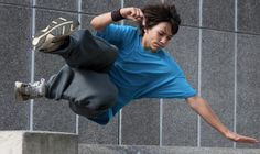 The Definitive Guide To Parkour For Beginners (via Fitness) // Parkour! If I could rock parkour, my life would be complete. Parkour For Beginners, Strength Training For Beginners, Action Pose Reference, Action Poses, Nerd Fitness, Fitness Tips, Fitness Exercises, Workouts, Health Fitness