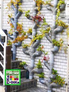 Podemos fazer com canos em PVC: sapateiras, hortas verticais, floreiras, bares, estantes, mesinhas, porta taças, adegas, varais, escorredor de pratos, porta sec