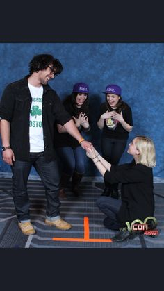 Bob Morley and Eliza Taylor ❤️ The 100 Cast, The 100 Show, It Cast, Bellarke, Bellamy The 100, The 100 Characters, Cw Series, Netflix Series, Bob Morley