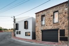 For this house in north-center of Portugal, Filipe Pina + Maria Inês Costa combine the rural and the urban lifestyle, clearly separating the existent stone ruins from the new construction. Architecture Old, Contemporary Architecture, Residential Architecture, Compact House, Beautiful Home Designs, Architect House, Stone Houses, Staircase Design, Traditional House