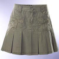 Falda de prenses seguidos o plisada. Skirt Outfits, Cool Outfits, Man Skirt, Baby Dress Patterns, Next Clothes, Moda Plus Size, Apparel Design, Ladies Dress Design, Short Skirts