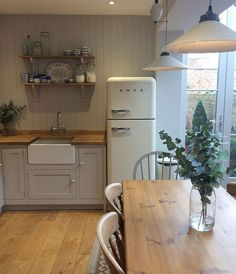 Below are the Cottage Kitchen Design Ideas. This post about Cottage Kitchen Design Ideas was posted under the Kitchen category by our team at February 2019 at am. Hope you enjoy it and don't forget to share this . Home Decor Kitchen, New Kitchen, Home Kitchens, Kitchen Dining, Kitchen Ideas, Kitchen Modern, Kitchen Country, Kitchen Cabinets, Soapstone Kitchen