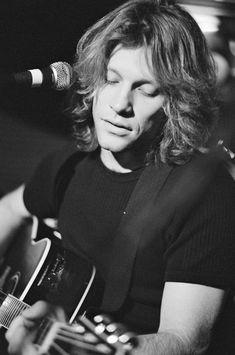 Jon Bon Jovi of Bon Jovi performs on stage Secret gig at Hard Rock. Jon Bon Jovi, Pretty Men, Beautiful Men, Bon Jovi Always, Shaggy Long Hair, Rock Cafe, Rockn Roll, Album Songs, The Duff