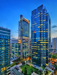 Top 7 Singapore landmarks bathed in neon light