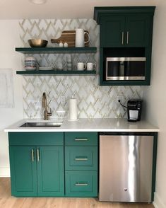 ingenious ideas to steal for your small kitchen 1 Studio Kitchenette, Kitchenette Design, Kitchen And Kitchenette, Basement Kitchenette, Mini Kitchen, Kitchenette Ideas, Small Apartment Kitchen, Home Decor Kitchen, Home Kitchens