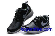 Kopen goedkope heren Nike Roshe Run Schoenen (kleur:vamp-zwart,binnenkant,zool-grijs;logo-wit) online in nederland.