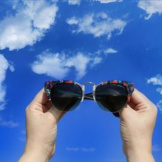 Can you imagine a better way to look at the #sky?⠀ ⠀ #sunglasses #sunglasseslovers #penelopesunglasses