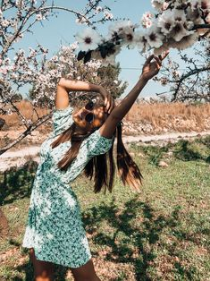 Beautiful poses ideas spring summer - Beautiful spring dresses 2020 photoshoot ideas pink blossom spain Source by zoetabithaw - Cute Instagram Pictures, Cute Poses For Pictures, Instagram Pose, Picture Ideas For Instagram, Nature Instagram, Instagram Summer, Insta Pictures, Spring Photography, Creative Photography