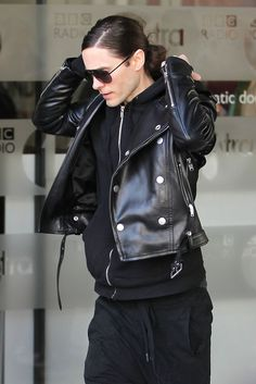 jared leto.. i dont know why, but i find him sexier when he's this skinny. Add that man bun. He's just perfect. Oh I love him.
