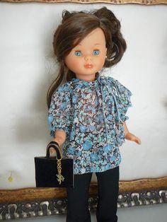 Conjunto formado por blusa de gasa , pantalón negro y bolso  18 euros ,modelo único