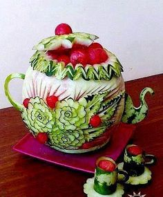 Wow! watermelon carving of teapot and cups