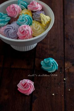 HESTI'S KITCHEN : yummy for your tummy Cokies Recipes, Meringue Pavlova, Indonesian Desserts, Resep Cake, Coconut Bars, Oatmeal Cookies, Cake Cookies, Truffles, Icing