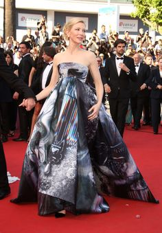 She's at the Cannes Film Festival for the premiere of her new movie Carol - and to slaughter us all with her look, Alexander Grassner Große 46 basically. Cate Blanchett, Giles Deacon, Haute Couture Gowns, Red Carpet Looks, Cannes Film Festival, Fashion Beauty, High Fashion, Dress To Impress, Strapless Dress Formal