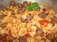 In honor of Flat Stanley orecchiette con polpettine e pomodoro al basilico #orecchiette #italian #food #yummy #meatballs #bayleaf #tomatoes #home