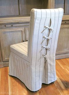 Love the corseted slipcovers on these dining chairs - the ties are so cute!