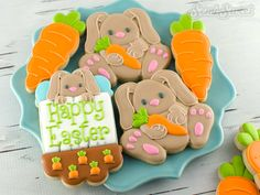 A step by step tutorial to create carrot-holding Easter bunny cookies. Complete directions and recipe on how to decorate a sugar cookie with royal icing.