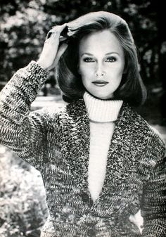 Karen Graham for Estee Lauder, sweater Calvin Klein, photo Victor Skrebneski. Vogue US August 1973