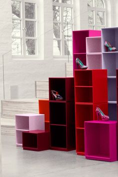 Montana in pink, red and purple displaying Ingunn Birkeland shoes. Montana Furniture, Home Goods Decor, Home Decor, Interior Paint, Interior Ideas, Commercial Interior Design, Cool Walls, Display Shelves, Danish Design