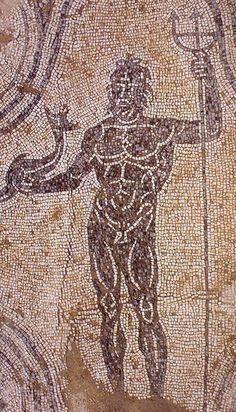 Vasto, terme di Histonium, Nettuno (foto di Lattanzi G., tratta da Histonium, resti della città romana, in Musei e siti archeologici d'Abruzzo e Molise, Carsa edizioni, Pescara 2001, p.127)