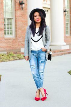 www.jessicafashionnotes.com zapatos llamativos, extravagantes, bows, rojos, street style, casual, moda, relax, boyfriend jeans, gray blazer,  blogger style, joryck