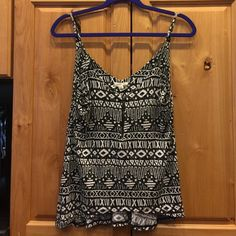 Silence + noise top Tribal print top with zipper on front. Size S silence + noise Tops Tank Tops