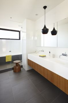 If you need bathroom interior inspiration then you are in the right place. Here we showcase the different bathroom interior designs that artists have come up in order to change the look of your bathroom. White Bathroom Cabinets, Bathroom Renos, Bathroom Interior, Wood Cabinets, Bathroom Ideas, Bad Inspiration, Bathroom Inspiration, Interior Inspiration, Grey Bathrooms