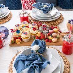 Vi har alle kakene til 17-mai bordet 🇳🇴🇳🇴🇳🇴 #cupcakes #kaker #makroner #doughnuts #byhancock #cakesbyhancock #byhancock #fashioncakes… Constitution Day, Public Holidays, Norway, Celebration, Happy Birthday, Desserts, Diy, Decor, Happy Brithday