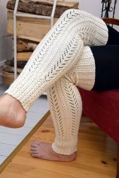 Vadelmasäärystimet | Kardemumman talo | Bloglovin' Socks, Leg Warmers, Women's Fashion, Legs, Knitting, Crochet, Leg Warmers Outfit, Fashion Women, Tricot