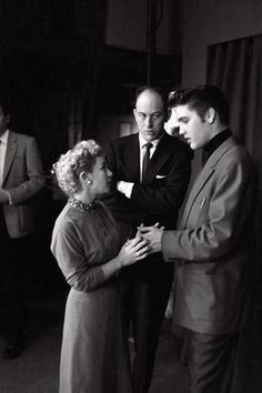 Alfred Wertheimer/Getty Images) Backstage at CBS-TV's Studio American musician Elvis Presley talks with RCA Victor records publicist Anne Fulchino as he waits to perform on the Dorsey Brothers'. Get premium, high resolution news photos at Getty Images Tommy Dorsey, Young Elvis, John Lennon Beatles, Elvis Presley Photos, Buddy Holly, Chuck Berry, Friend Photos, Graceland, Male Face