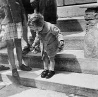 Voula Papaioannou. (born 1898 in Lamia-died (aged 92) in 1990 ).Μουσείο Μπενάκη : ΜΟΝΙΜΕΣ ΣΥΛΛΟΓΕΣ / ΑΡΧΕΙΑ / ΦΩΤΟΓΡΑΦΙΚΑ ΑΡΧΕΙΑ/Οι φωτογραφίες της χωρίζονται σε τέσσερις ενότητες: Προπολεμικές φωτογραφίες (1935-1940) / Πόλεμος - Κατοχή - Απελευθέρωση - Δεκεμβριανά (1940-1945) / Μεταπολεμικά χρόνια [Συνέπειες πολέμου - Ανασυγκρότηση - Απόηχος Εμφυλίου] (1945-1950) / Τοπιογραφία (1945-1950).