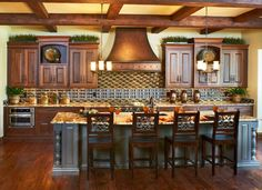 Kitchen in warm Tuscan colors