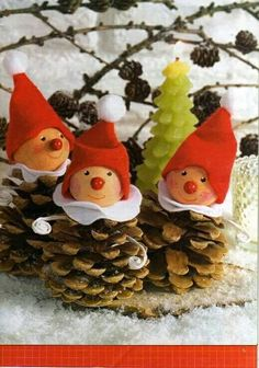 homemade xmas decorations with pine cones Noel Christmas, Homemade Christmas, Winter Christmas, Christmas Ornaments, Pinecone Christmas Crafts, Pinecone Ornaments, Pine Cone Crafts, Christmas Projects, Holiday Crafts