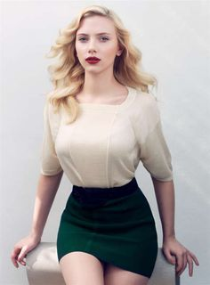 Scarlett Johansen... dont like her, but i like the outfit