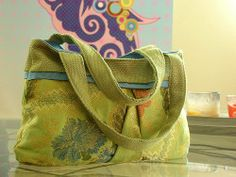 Carpetbag Tote - more Victorian than my usual 1940s fare but beautiful - and free pattern!