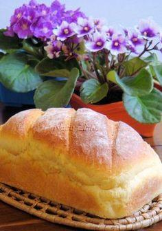 Pão doce de milho Portuguese Sweet Bread, Portuguese Recipes, Bread Recipes, Cooking Recipes, Good Food, Yummy Food, Sweet Recipes, Food Porn, Food And Drink